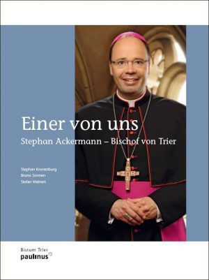 Dieser wunderschöne und beeindruckende Bilderband dokumentiert die vergangene Bischofswahl und die Einführung von Stephan Ackermann in das Amt des Bischofs. Somit beinhaltet es einen Teil der Geschichte des Trierer Bistums.